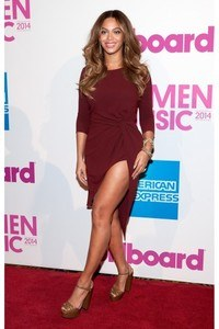 essencecom-beyonce-attends-the-2014-billboard-women-in-music-luncheon-at-cipriani-wall-street-in-new-york-city_347x520_3